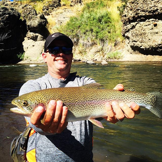 Mike taking honors with fish of the day on his trip with Chad. Good dudes , big fish , great water temps and perfect weather … Sign me up!!! #flyfishing #guidedflyfishing #beartracks #alpineflyfishing #shredoptics #scottflyrods #simmsfishing #eastside #tahoetroutsyndicate