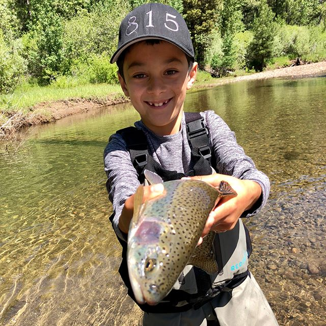 8yr old Braiden came out with us and his family today to try fly fishing . Looks like he got the hang of it ! I think we have new addition to our sport !#startemyoung #kidswhofish ••••#alpineflyfishing #privatewater #scottflyrods #simmsfishing #airflo #easternsierras #tahoetroutsyndicate #flyfishing #catchandrelease #getyourkidsoutside #guidedflyfishing