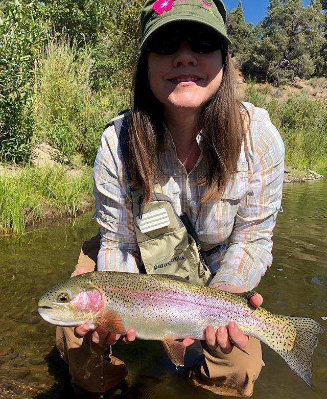 Christine stuck this bad boy on a recent trip to the EC. It took her into the backing lighting ️fast ! The colder overnight temps are getting these fish fired up for fall!!!#alpineflyfishing•••#scottflyrods #simmsfishing #seewhatsoutthere #catchandrelease #wildfish #tahoetroutsyndicate #sierras #alpinecounty