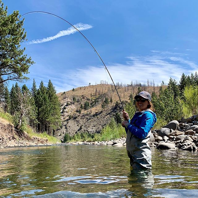 Super fun day with Alexis and Corey . First day with fly rods in hand for both of them and it was definitely a success !#beginersluck # #fallisintheair #scottflyrods #catchandrelease #rainbowtrout #alpineflyfishing #flyfishing #alpinecounty #easternsierra #fishpond #seewhatsoutthere #fishitwell #womenwhoflyfish