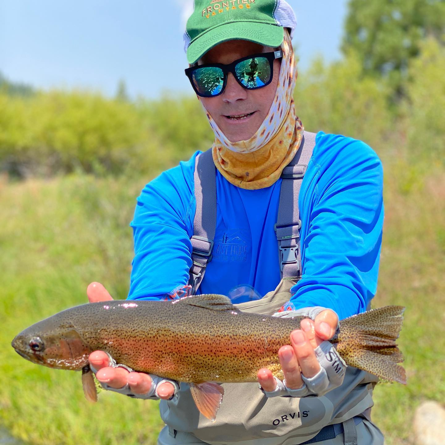 """Still some really good fishing to be had in our area … Get out and practice your best """"social distancing"""" with us !#alpineflyfishing #wildtrout #catchandrelease #dryflyfishing #rainbow #fishitwell #getoutside #flyfishing #fishca #scottflyrods #fishpondusa"""