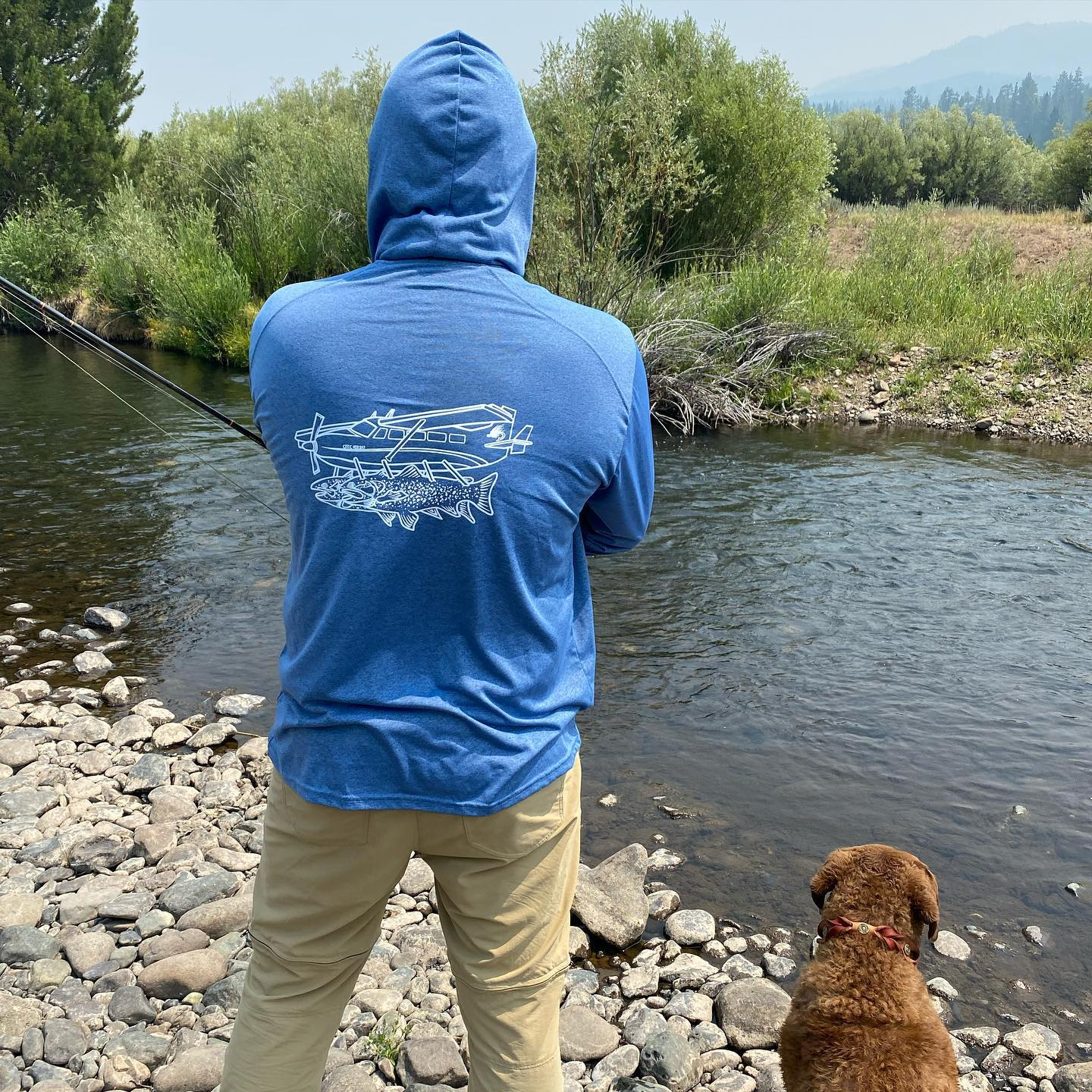 Out scouting and working with the new guide dog Raven . She's a natural 🤙🏼…Shout out to @theconnectiveflyfishco on the new sun hoody 🏼. You can pick them up locally @tahoeflyfishingoutfitters !#scottflyrods #alpineflyfishing #tahoeflyfishingoutfitters #fishpondusa #simmsfishing #fishca #getoutside #flyfishingdogs #umpqua #dryfly #risedesigns